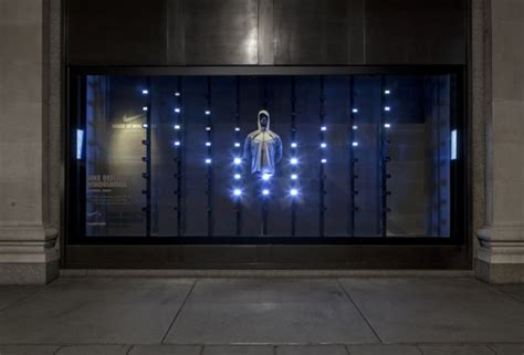 window fixtures glamshops ro visual merchandising shop design shop windows nike s reactive kinetic window