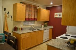 honey kitchen cabinets what white stain or paint for honey oak cabinets to be