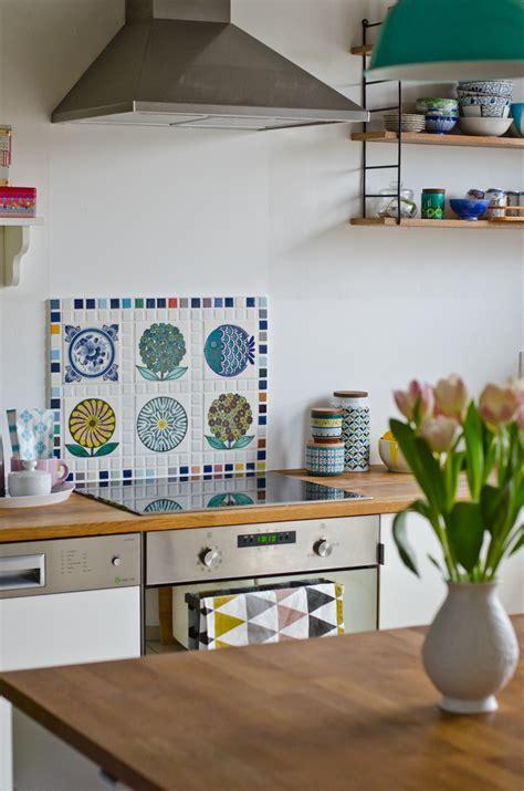 Fliesen Tapete Küche Selbstklebend by Kueche In Weiss Hochglanz Griff Los Und Mit Holz