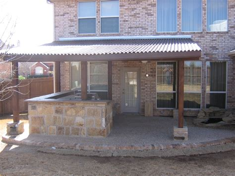 patio cover with synthetic roof and pillar accents