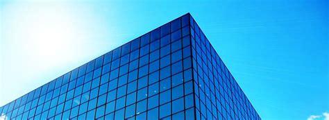 limpieza de fachadas de cristal  edificios acristalados