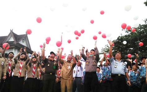 Balon Pentung Merah Putih Balon Foil Hut Ri Balon 17 Agustus Balon pemkab barito utara gelar ikrar kebangsaan untuk merah putih