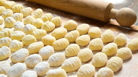 come cucinare i gnocchi di patate ricetta gnocchi di patate cucina con benedetta