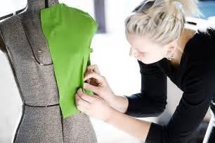 Designer Duties by Fashion Designer Description Sle Salary Duties Skills Education