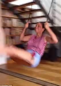 olivia munn swing olivia munn dislocates her shoulder after she falls off a