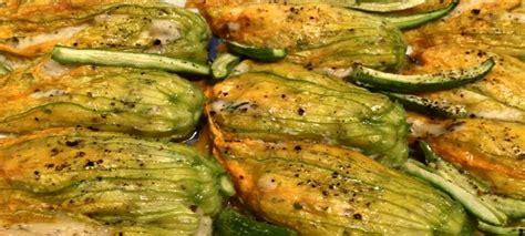 fiori di zucca ripieni di carne fiori di zucca ripieni cotti in padella ricetta facile