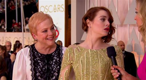 emma stone mom stars who brought their moms to the 2015 oscars awards