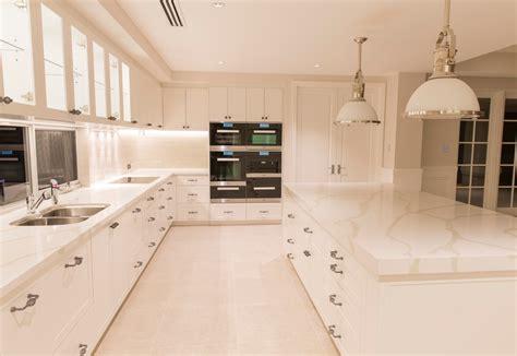 Hamptons style kitchen   Riverstone