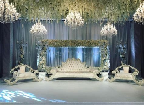 Renting Chandeliers Wedding European Destination Wedding Decoration Ultra Luxe Chandeliers For Any Wedding Highest Service