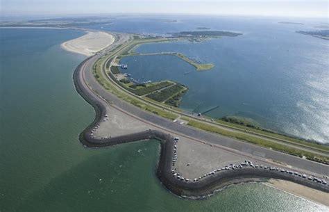 de brouwersdam start verbetering poort van zeeland bij brouwersdam