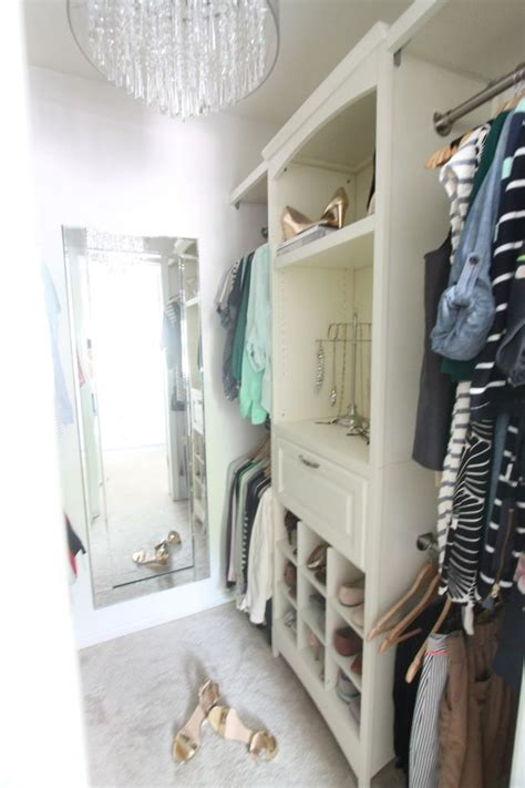 Walk In Closet Small by 20 Small Walk In Closet Ideas Makeovers The