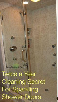 vinegar to clean shower doors cleaning shower doors on