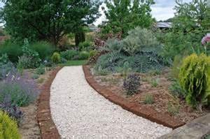 le choix de ses bordures de jardin buis bois