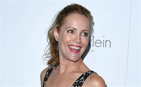 leslie mann filmography who is leslie mann s husband daughters and family members