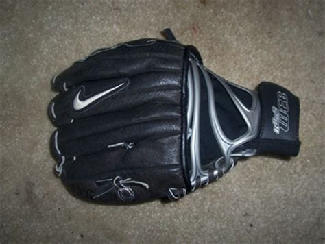 Kaos Nike Baseball free nike kaos web right handed glove baseball listia