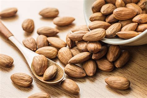 almonds before bed 6 health and nutrition experts share their favorite