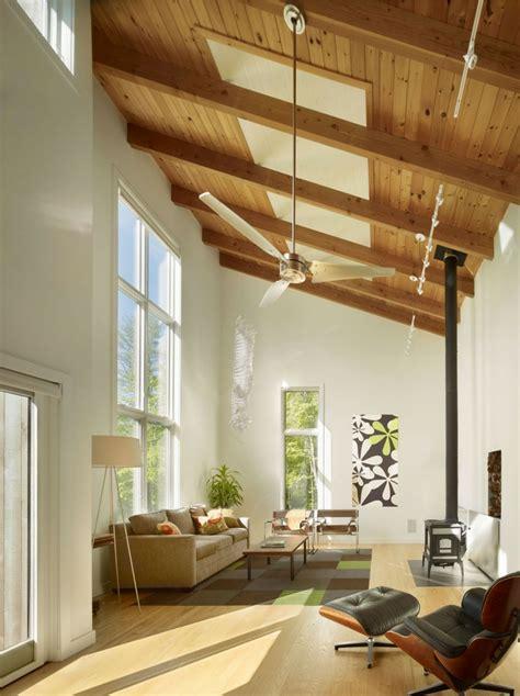 beleuchtung offener giebel holzdecke gestalten 40 ideen im modernen landhausstil