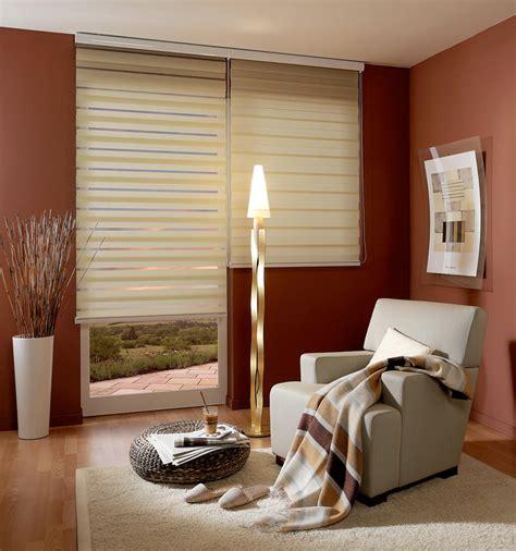 gardinen rollos sichtschutz im wohnzimmer moderne plissees gardinen und