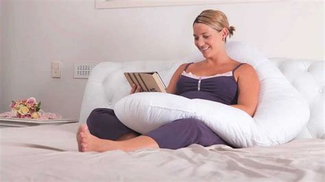 How To Use A Pillow by How To Choose An Ultimate Pregnancy Pillow