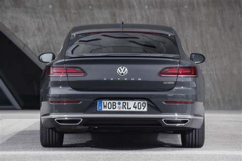 volkswagen arteon rear 2019 volkswagen arteon r line rear end motor trend