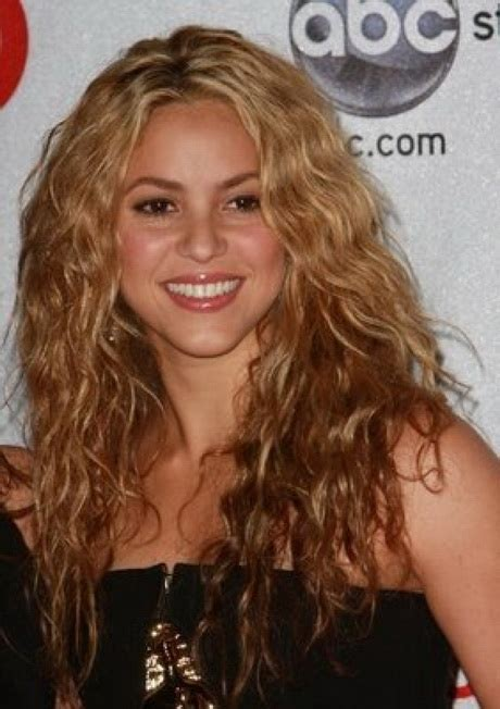 is shakiras hair naturally curly long naturally curly hairstyles