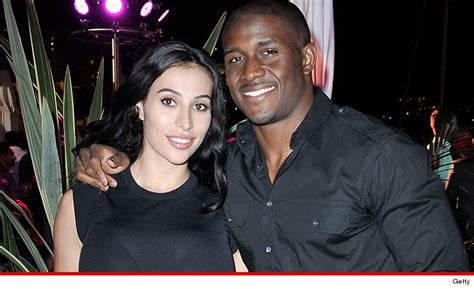 Savana Lilit reggie bush is getting married just like lebron