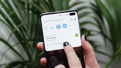 Samsung Galaxy S10 Review Cnet by Samsung Galaxy S10 Plus Review Three Cameras A Killer Screen Terrific Battery Cnet