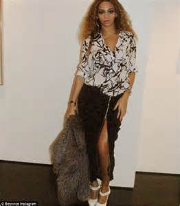 Beyonce Shows Trend High Belted Waists by Beyonce Shows Legs As She Flashes Some Flesh