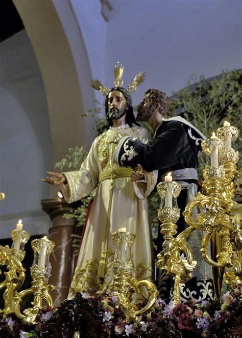 imagenes lunes santo sevilla las fotos del beso de judas el lunes santo de la semana