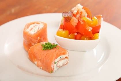 salmon with cottage cheese and tomato salad musqle