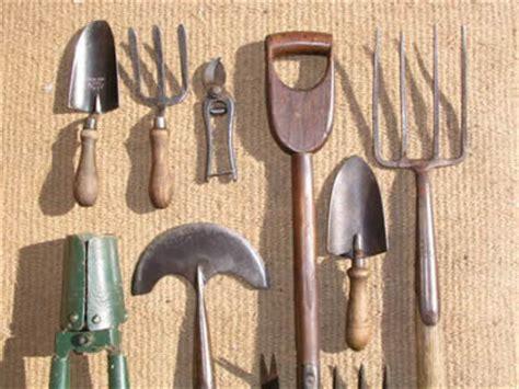 lavorare come giardiniere attrezzi da giardinaggio