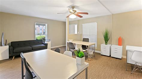 3 bedroom apartments in baton rouge the hub at baton rouge apartment homes rentals baton