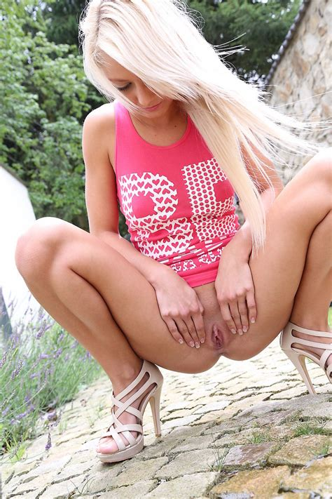 Blonde Teen In A Pink Vest Pissing Outdoors xxx dessert picture 15