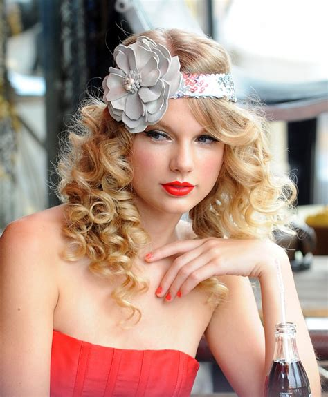 taylor swift hairstyles for curly hair celebrity taylor swift soft curly hairstyle wallpapers