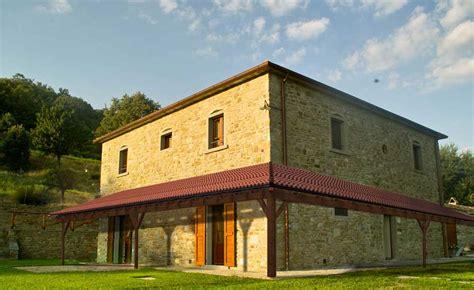 tettoie in lamellare tetto tettoia porticato in lamellare a l esterno