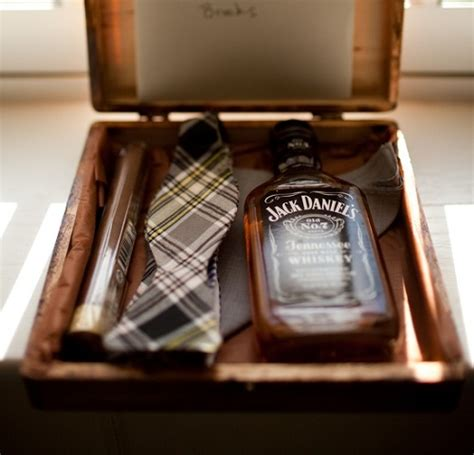 what are groomsmen gifts 10 creative ways to propose to your groomsmen