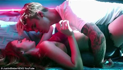 justin bieber gives shout out to selena gomez in what do