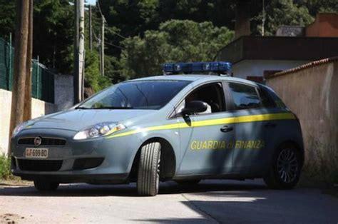 test guardia di finanza auto di lusso con targa tedesca scoperta evasione da 6 7