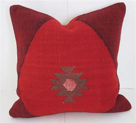 red throw pillows for sofa best 25 red couch pillows ideas on pinterest red sofa