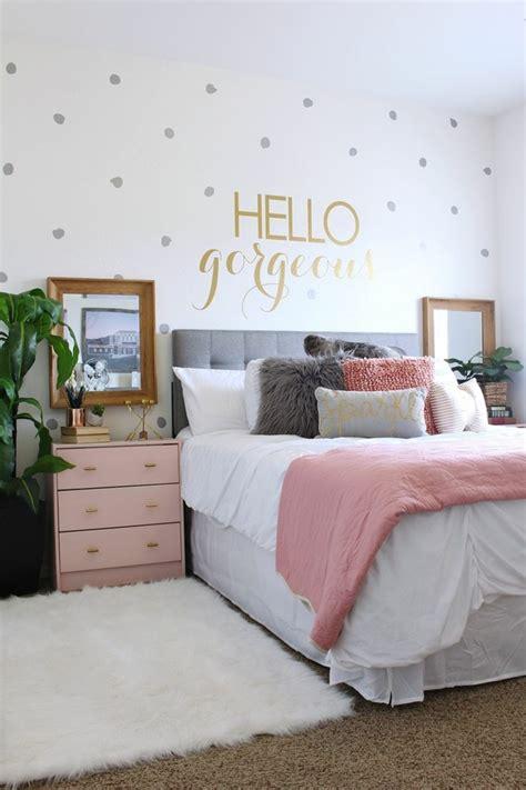 bettdecke modern 1001 ideen f 252 r schlafzimmer modern gestalten