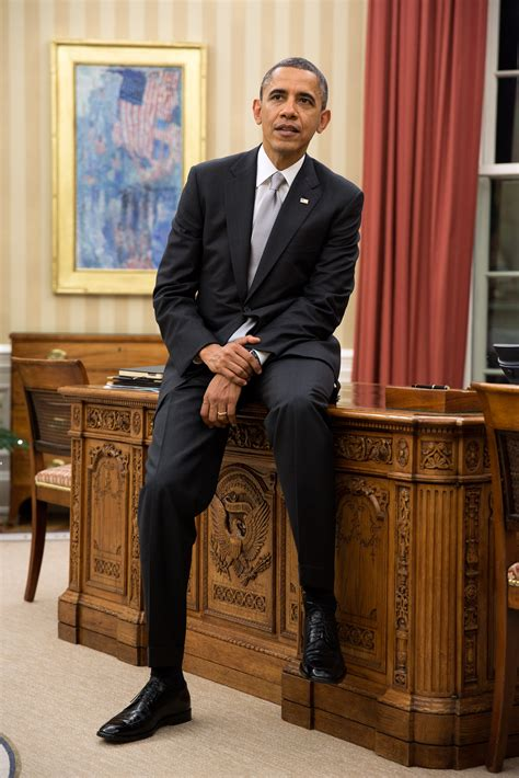 Obama Oval Office Desk File Barack Obama Sitting On The Resolute Desk Jpg