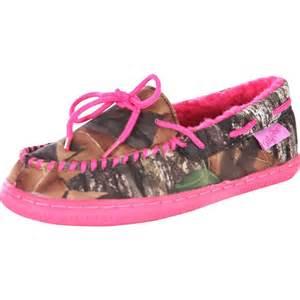 pink mossy oak slippers blazin roxx pink mossy oak s house shoes camo