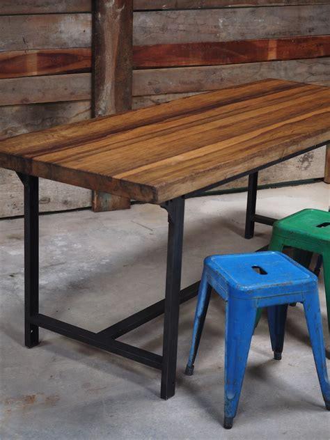table bureau bois table ou bureau metal industriel militaire plateau bois massif
