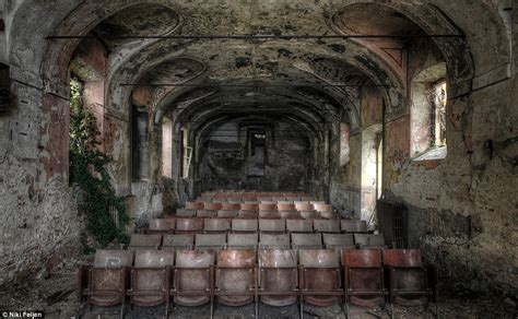 abandoned things haunting photos of abandoned mansions where time stands