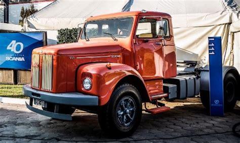 scania exhibir 225 dos camiones hist 243 ricos en autocl 225 sica