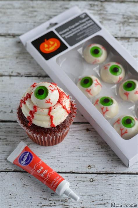 easy eyeball cupcakes  minute halloween party food mom foodie