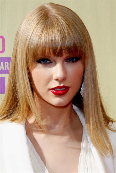 what red lipstick does taylor swift wear 2015 taylor swift red lipstick bangs