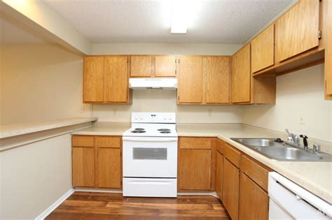 Kitchen Express Rock Ar by The Landings Rock Ar Apartment Finder