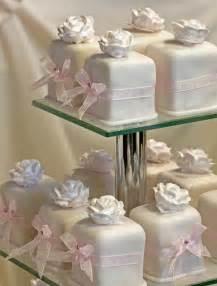 wedding cake bakery delicioso cupcakes boda fondant wedding cake mini 798235 weddbook