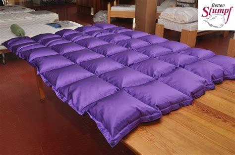 bunte steppdecken lila luxus auch sowas ist kein problem betten stumpf